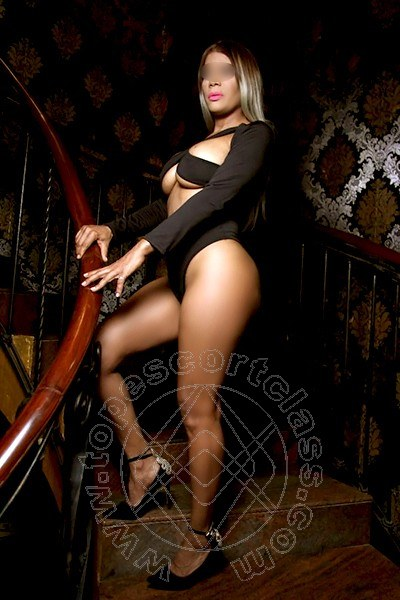 Monica Hot  MANTOVA 3714941178